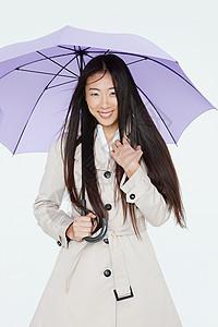 穿雨衣带伞的女人图片