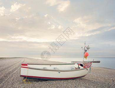 英国空木瓦海滩上的渔船图片