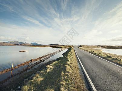 英国苏格兰南乌斯特岛乡村路图片