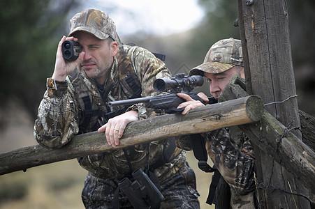 美国俄勒冈州约翰戴两名猎手在猎鹿图片