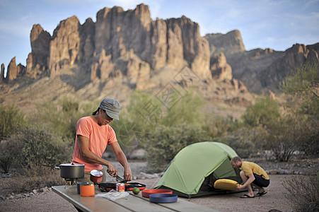 美国亚利桑那州阿帕奇路口背包情侣营图片
