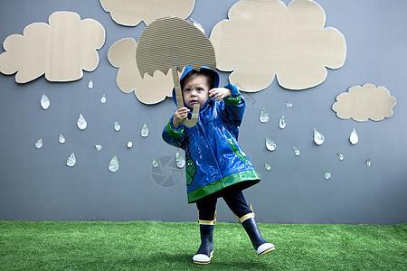 带雨伞的女婴图片