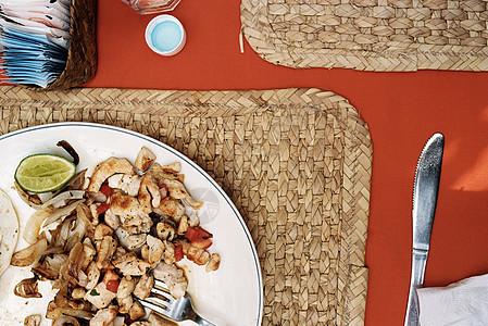一碟鸡肉玉米卷图片