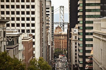 俯瞰加利福尼亚街到旧金山奥克兰湾大桥旧金山加利福尼亚美国图片