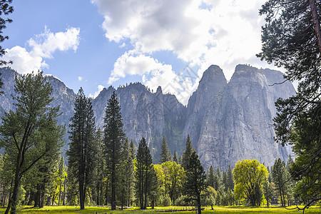 美国加利福尼亚州约塞米蒂国家公园山林景观图片