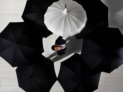 带白伞的女商人图片