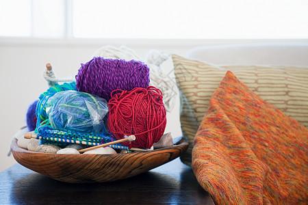 毛线球和针织针图片
