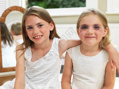 展示化妆成果的朋友图片
