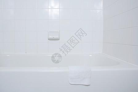 白色浴室图片
