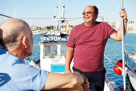 渔船上的渔民图片