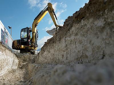 施工现场挖掘机图片