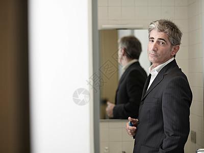 浴室里的商人图片