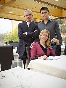 商务夫妇与儿子图片