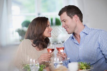 情侣晚餐图片