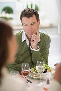 情侣浪漫的午餐图片
