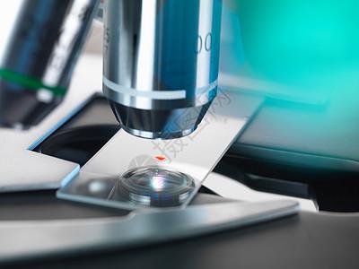 光学显微镜检查血液样本图片