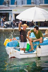 渔民抓章鱼图片