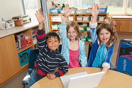 学生举手图片