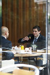 餐馆里的两个商人图片