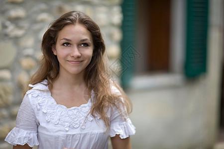 微笑的女孩图片