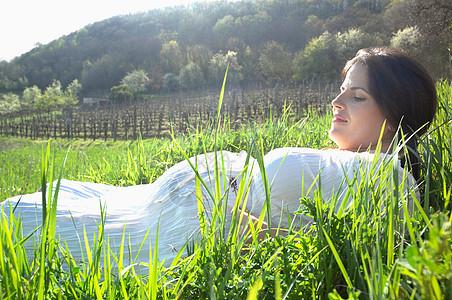 长春草中的孕妇图片