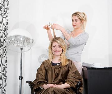 理发的女人图片