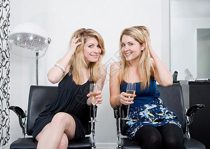 喝香槟的女人图片
