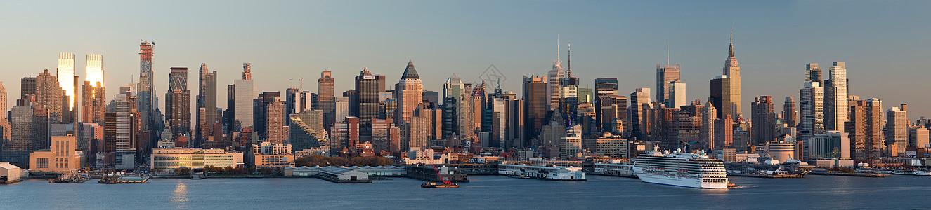 从新泽西州韦霍肯到美国纽约市曼哈顿的全景图片