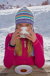女孩喝咖啡图片
