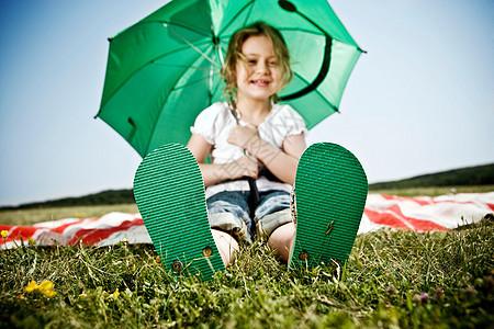 穿绿鞋子的女孩图片