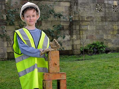 打扮成建筑工人的男孩图片
