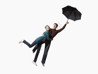 一对夫妇被大风刮飞了图片