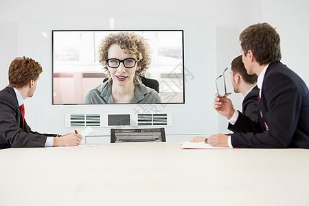 商人与妇女视频会议图片
