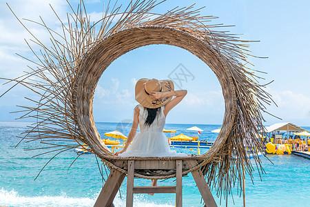 巴厘岛少女的背影图片