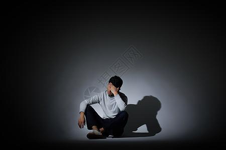 青年男性情绪表达图片