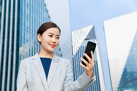 工程师商务女性拿手机图片