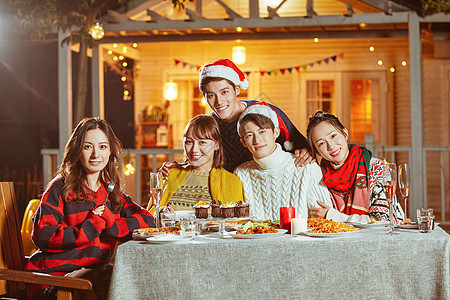 年轻人圣诞聚会图片