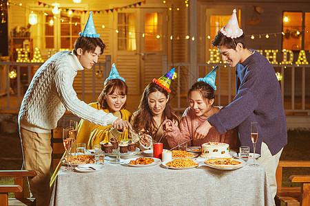 年轻人生日聚会图片