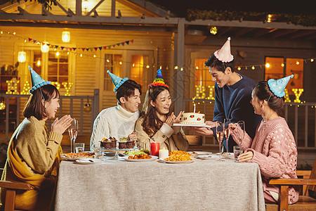 年轻人生日派对图片