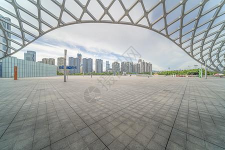 深圳湾体育馆地面汽车背景图图片