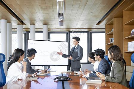 商务人士举行会议图片