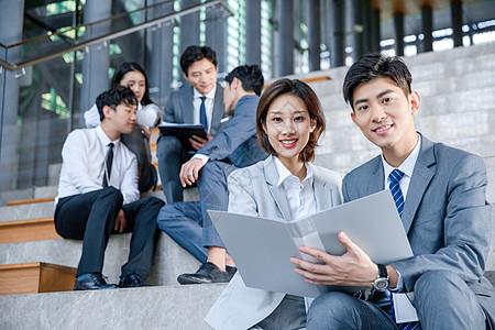商务男女交流合作图片