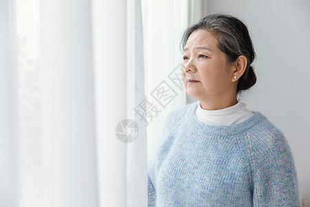 孤独老人图片