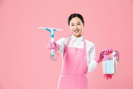 家政服务女性洒水清洁图片