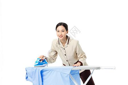 家政服务员熨烫衣服图片