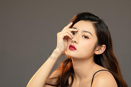 性感妩媚红唇美妆美女手遮眼睛图片