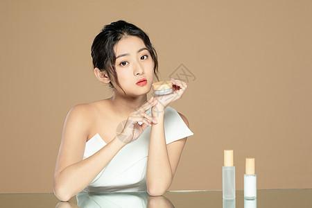 美女补水水润护肤图片