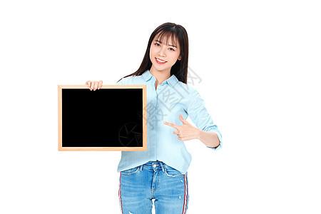 成人教育美女大学生拿黑板图片