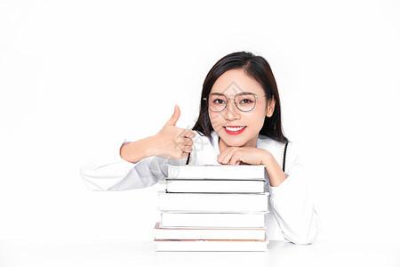 美女大学生成人教育学习点赞图片