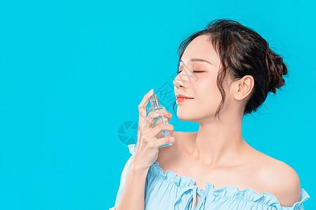 美女面部补水护理图片